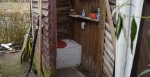 Toilettes sèches / Des exemples de toilettes sèches, toilettes à compost ou toilette à matière bio maîtrisée
