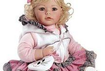 """Levensechte """"Toddler Time Baby"""" poppen / Deze prachtige Toddler Time Baby poppen van Adora zijn handgemaakt en levensecht. Een lust voor poppen verzamelaars en geschikt voor kinderen vanaf 6 jaar."""