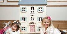 Le Toy Van Poppenhuizen / De prachtige poppenhuizen van Le Toy Van zijn werkelijk adembenemend. En uiteraard hoort hier een mooi assortiment Le Toy Van poppenhuis meubeltjes en accessoires bij.