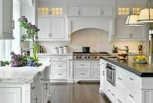 Kitchen / The kitchen is the heart of the home, so you better make it pretty and functional and the room of your dreams. My favorite kitchen design ideas, kitchen tips and kitchen gadgets, collected in one place.