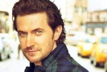 Richard Armitage / Richard Crispin Armitage (born 22 August 1971) is an English actor known for his roles as John Thornton on the British television programme North & South, Guy of Gisborne in the TV drama Robin Hood, Lucas North in the TV drama Spooks, John Porter in the TV drama Strike Back and as Thorin Oakenshield in the feature film trilogy adaptation of The Hobbit.