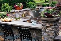 Outdoor Kitchens / Outdoor kitchen ideas.