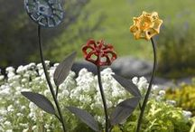 Gorgeous Garden Art! / Enjoy spectacular garden art and wonderful DYI garden art. I share a variety of garden art styles for you to enjoy. Here is garden art for small to large garden, flower or vegetable gardens Isn't it wonderful to put awesome art in our garden!