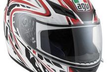 AGV K-3 / The K-3 is the entry level model of the AGV range of full face helmets. The Valentino Rossi graphics make it a must for younger fans of the world of motorbike racing. This is the perfect helmet for those looking for a quality, safe helmet that nonetheless has a captivating design and a reasonable price. The air vents on the front and chin guard along with 3 extractors (2 lateral and one rear), conduct a constant flow of air to inside the helmet through grooves on the EPS.