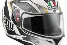 AGV K-3 SV / The K-3 SV was developed from the experience AGV gained during the design process of the Pista GP and Corsa helmets. Thanks to the use of Finite Element Analysis (FEM), the technical department developed a benchmark product in terms of comfort, aerodynamics and safety. This helmet has a wide appeal and is suitable for young riders with a passion for racing as well as for more mature riders looking for comfort and high performance characteristics