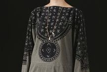Moda: czerń, szarość i biel/Fashion: black, gray & white