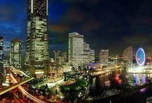 Yokohama Night View / 市としては、日本最大の人口を持つ横浜の夜景です。東洋一の中華街やみなとみらい地区、馬車道、元町など見所の尽きない美しい港町です。