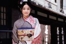 """着物 """"Furisode"""" / 出ました、振袖w  これぞKimonoって感じですかね。まぁ、女子が一番輝く時期に着る着物ですからねぇ^ ^ しかし、芸術的です。"""
