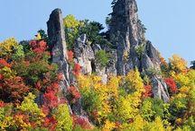 """北海道 """"Ishikari/Hidaka/Teshio"""" / 山の中に高層ビル、トマムですw  ある意味カオスな絵面ですよねw 美瑛はとっても広大ですねー。じゃがいも食いたいw"""