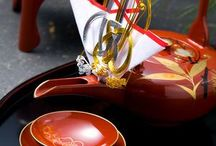Lacquerware 漆器 / 塗り物です。いや〜、美しいですね。お椀、お盆、お箸、印籠、櫛などいろいろなモノがありますね。