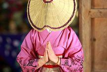 Gassyo / 仏教圏でよく見られる合掌。日本では「亡き魂への弔い、鎮魂」を始め、謝罪や祈り、感謝など多彩な場面で「手を合わせます。」いろいろな意味を含んだジェスチャーです。お手手のシワとシワ合わせて幸せ〜。な〜む〜。なんてCMが有ったような?なかったような?w