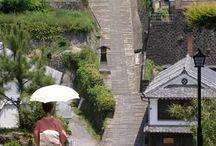 Samurai House 武家屋敷 / 色々な所に、武家屋敷群も残ってます。角館、金沢、松江、萩、津和野、知覧、島原などはかなり有名ですね。有名どころ以外にも、かなりの規模で残っている地区もありますが、寺や神社同様、上げたらキリがありません。お侍の国ですからねw