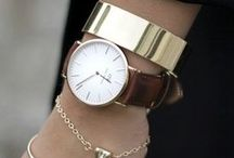 bling bling • jewelry. / jewelry/jewellery.