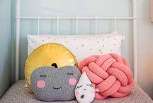 + Knuffels en kussens + / Kidsroom inspiration | Cuddling and cushions | Sleeping | Nursery styling | Soft toys | Kinderkamer inspiratie | Knuffelen en slapen | Knuffels en kussens