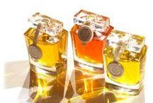 Au Pays de la Fleur d'Oranger / В 2013 году на ежегодной миланской выставке Esxence появилась новая ароматическая линия Les Inedits («Неизданное») франузского бренда Au Pays de la Fleur d'Oranger, включающая пять парфюмерных букетов. Все запахи коллекции были изготовлены парфюмером Jean Claude Gigodot.