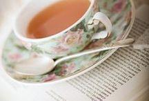 Запашне читання / Книги та чашка гарячої кави - гарне поєднання для цікавого читання