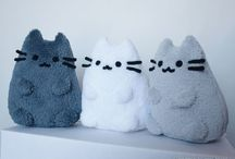 Pusheen / Who's the cutest tubby grey kitty in the world? Pusheen of course!