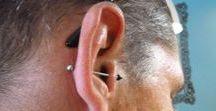 Tragus piercing / Piercing d'oreille, très en vogue : le tragus ! Plusieurs façons de porter un bijou au tragus : simple strass, pendentif, chainette, anneau, spirale ou fer à cheval.