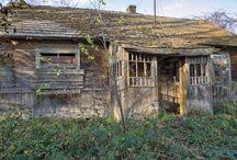 Roztoczańskie domy i ich ruiny / Podczas wędrówek po Roztoczańskich szlakach i bezdrożach udało się utrwalić na fotografiach  to co niedługo będzie już niemożliwe. Kiedyś były to piękne domki a dziś z reguły pozostały ruiny i wspomnienia...