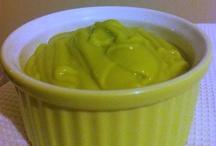 Créme d'avocat / La recette sur mon blog :  http://cookinglikebree.com/2012/11/07/tronche-de-cake/