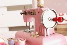 ✪ VINTAGE NÄHIDEEN ✪ / Wir lieben Retrostoffe und den Vintagestil! Hier haben wir Dir eine tolle Inspirationsbox vorbereitet, die wir immer wieder mit tollen Ideen füllen! Suchst Du die passenden Vintagestoffe, schau doch mal in unseren Shop:  https://www.stoffe-hemmers.de/vintage-world  vintage | sewing | diy | rockabilly | sewing project | fabric
