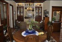 Primera planta / Vivienda con capacidad para cuatro personas. Dos dormitorios, uno con cama de matrimonio y otro con dos camas individuales, cocina, salón y baño totalmente equipados. www.ravalet21.com
