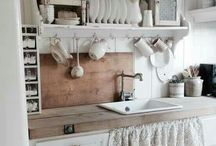 vintage & white kitchens