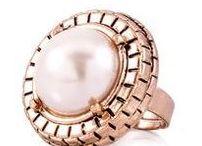 Gyűrű / Az igazi női kéz elmaradhatatlan kelléke egy csillogó gyűrű! ;-)