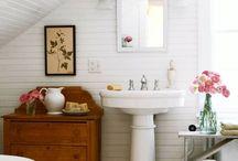 Taking a bath my dear? / Mijn badkamer kijkt uit over de weilanden, een koe kauwt rustig een sprietje weg...