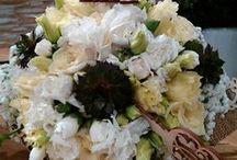 Menyasszonyi csokrok / Menyasszonyi csokrok, koszorúslány csokrok és virágdekoráció minden mennyiségben az esküvődre. | Megtetszett valamelyik? Írj, és elkészítjük neked!  http://eskuvoidekor.com/viragdekoracio