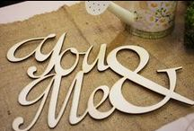 Táblák, nyilak, feliratok / Táblák esküvőre egyedi felirattal, útbaigazító nyilak a vendégeknek. Nemcsak praktikusak, hanem az esküvői dekorációt is különlegesebbé teszik. | Rendelj te is irányítótáblát az esküvődre: eskuvoidekor.com/spl/638525/Tablacskak-es-iranyito-tablak-eskuvore
