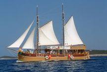 Historická jachta SILVA / Historická jachta SILVA vozí turisty z celého světa po chorvatském Jadranu již více než 30.let. Fotografie byly pořízeny během těchto plaveb.