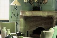 l'Hôtel / Dès le seuil franchi, une atmosphère de calme, de simplicité, de charme et d'élégance s'impose en vous. Les 25 chambres et 5 suites douillettes, subtil mélange d'objets, de meubles, de tableaux anciens et contemporains, offrent chacune un décor différent. Cependant, aucune ne néglige les exigences les plus fonctionnelles telles que Wifi gratuit, télévision satellite, minibar, coffre fort et salles de bains avec toilettes séparées.