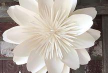 DIY - Papierblumen / Wenn ihr wie ich keinen grünen Daumen habt, dann bastelt euch doch einfach Papierblumen.