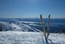 Ski / Para esquiadores y para amantes de la nieve. Nuestro Refugio en la Base del Cerro Catedral es el punto de encuentro exclusivo para nuestros huéspedes. Gestionamos los pases, las clases, los equipos.