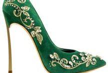 Shoes & Handbags / by Cheryl Morris-Ireland