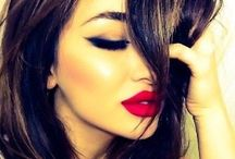 Hair and Makeup / by Poliana Bamforth