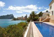 Piscines de rêve ! / Si vous rêvez de vous prélasser dans une magnifique piscine pour vos prochaines vacances, ce tableau devrait vous plaire ! Découvrez de superbes piscines disponibles en location vacances, en France et en Espagne.