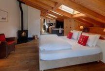 Belles chambres / Une sélection de jolies chambres pour nos vacances ou notre quotidien. Reposante, vive, colorée, sobre, élégante la chambre de vos rêves est dans ce tableau ! #chambres