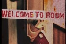 """Welcome to room 6277 / Cuatro muchachos, un viejo hotel, una UNICA regla """"No entres a la habitacion 6277"""""""