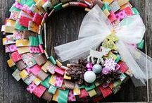 Coronas Navideñas! / Adorna tu puerta, la barandilla de tu escalera o la pared del salón con la corona Navideña más chula, aquí tienes mil ideas diferentes para crearla.