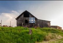 Quilt Barns / We love quilt barns, an art movement that is decidedly rural and absolutely stunning! Quilt squares - wooden squares painted to look like a patchwork quilt - are becoming more and more popular on country barns.