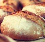 Brot / Grundnahrungsmittel Nummer 1. Selbstgemacht, damit man genau weiß, was drin ist, und damit der Teig auch die Zeit bekommt, die er braucht.