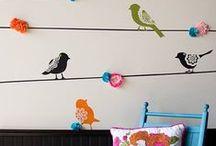 Stencil / Lo stencil permette di ottenere decorazioni a muro molto estese e dall'aspetto naturale. Si realizza con pittura o spray di colore.