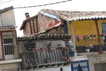Gargantilla / Situada al pie de la Sierra de Traslasierra, en el Valle del Ambroz, Gargantilla posee un paisaje espléndido de castañar, cerezos, olivos, alcornoques... hacia el Puerto de Honduras se encuentra un Abedular que por su singularidad en extremadura se haya progegido dentro de la ZEPA Sierra de Gredos y Valle del Jerte.
