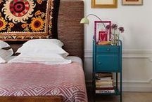 HOME DECÖR / Home Inspiration with lots of prints, fabric, colors. Modern and boho mix. Inspired by Anthropologie, West Elm, The Jungalow.