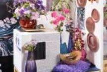 Die FDF-Flowerstyles 2016 auf der IPM ESSEN 2016 in der FDF World / Floristik orientiert sich an Zeitgeist, Mode und Interieur. Blumenbüro Holland hat für das Jahr 2016 vier starke Konsumententrends ausgemacht, die der Fachverband Deutscher in eine aktuelle florale Trend-Kollektion übertragen hat. Auf der Internationalen Pflanzenmesse IPM ESSEN 2016 hat der FDF diese neuen blumigen Trends in Interieurwelten präsentiert.