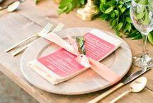 Decoração mesa de casamento / Os mais belos arranjos de flores, velas, talheres, copos, pratos e sousplats para todos os tipos de casamento. Como deixar a mesa charmosa para uma recepção na praia, no campo ou no buffet.