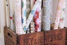 Papeles pintados / Interiores con papel pintado, diferentes estilos y tendencias