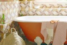 """Cuartos de baño con bañera / Otro de mis """"objetos de deseo"""", una bañera exenta donde relajarme tras un largo día de trabajo."""